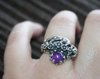 SALE...Vintage Sterling Silver Frog ,Lizard  flowers amethyst stone Ring Twig Diorama  Stunning in size 5 and3/4