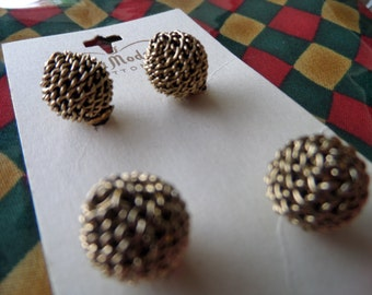 Vintage Chain Ball Buttons on Card