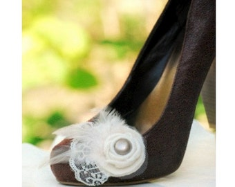 Bridal Wedding Shoe Clips Ivory / White Golden Chanpagne Pearl Lace & Feathers. Handmade Couture, Bride Bridesmaid, Trendy Fashion Gift Idea