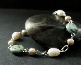 Turquoise Bracelet. Beaded Bracelet with Turquoise Gemstones and Pearls. Gemstone and Pearl Bracelet. Turquoise Gemstone Handmade Bracelet.