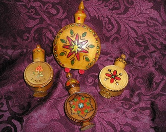 Unique Vintage Bulgaria Folk Art Wooden Hand Carved/Roses Painted Perfume Containers Bottles Vial Covers/Cases Lot.