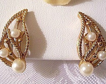 Open Leaf Pearl Bead Clip On Earrings Gold Tone Vintage Marvella Comfort Adjustable Twisted Rope Swirl Ribs Raised Accent Nail Heads