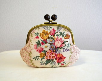 Shabby chic floral frame purse with wooden balls - Baby pink, Cotton, Floral, Flower, Rustic, Shabby chic, Handmade in Japan,