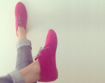 Desert Mini Boots in Magenta Fuchsia Leather Handmade Laced Shoes