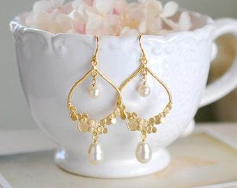Gold Bridal Earrings, Swarovski Teardrop Cream White Pearl Wedding Earrings, Statement Chandelier Earrings, Bridesmaid Earrings