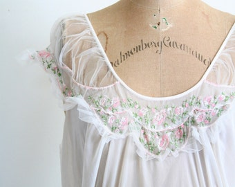 vintage 40s lingerie - sheer dressing gown / Forty Winks - pink roses 40s nightgown / netted tulle - bridal nightgown