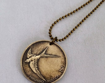 SWALLOW COIN necklace - Barn Swallow  -  Flying bird - sparrow - bird necklace - bird jewelry - vintage bird coin pendant - hirondelle