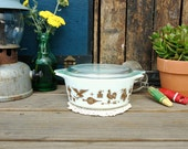 Vintage Pyrex White and Brown Early American Milk Glass Bowl with Spouts with Clear Lid 1/2 Pint