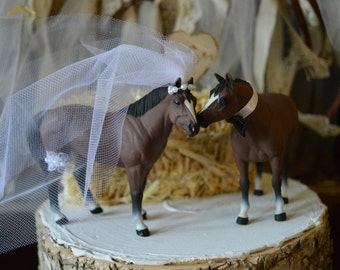 Horse-wedding-cake topper-western-barn-horse-back-riding-bride-groom-rodeo-country-Mr and Mrs-equestrian-horse-lover-rustic-animal-woodland