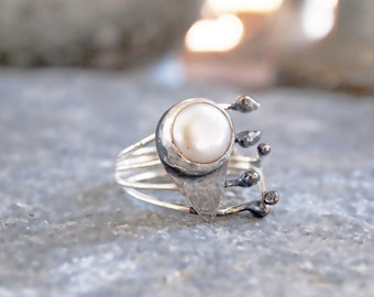 Modern White Pearl Ring,  Silver Bezel Band Round White Pearl, Adjustable Open Ring, Contemporary Jewelry , Black White Silver, Custom Made
