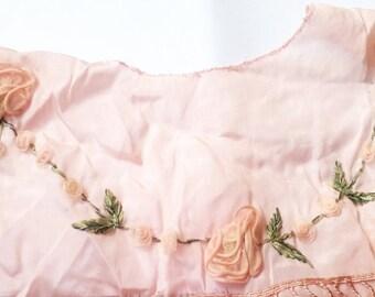 Ribbonwork // ribbon work // 20s silk // 20s dress // Edwardian // antique rosettes // rosettes // rosettes trim // millinery flower //