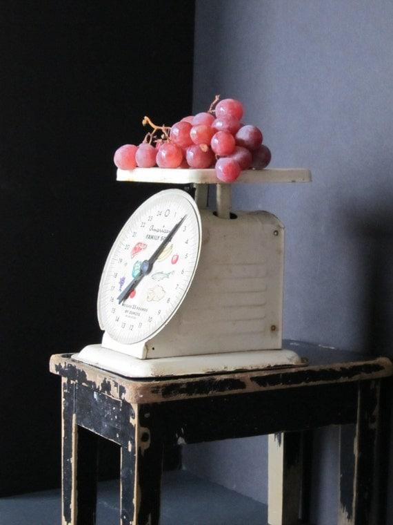 Vintage kitchen scale rustic farmhouse decor for Rustic kitchen scale