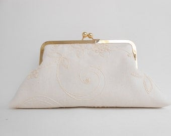 Embroidery Cream Big Kiss Clutch