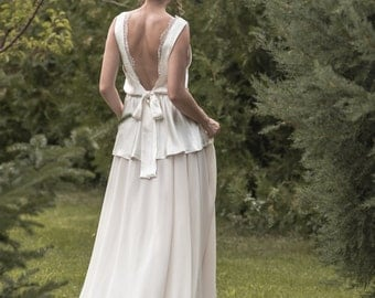 Emma -> Wedding dress in pure silk, French lace and chiffon. Vintage, boho inspired. Romantic bridal gown.