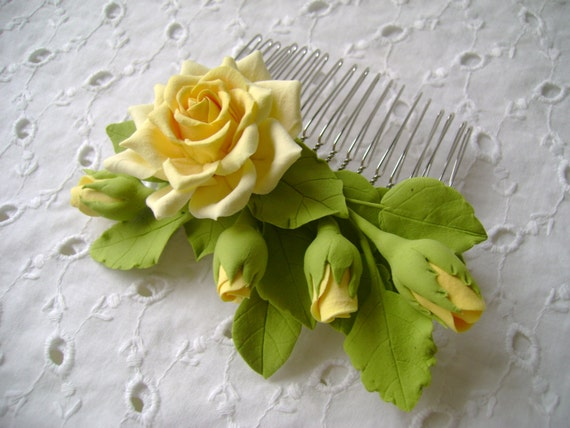 Hair comb polymer clay flowers. Yellow rose with buds.