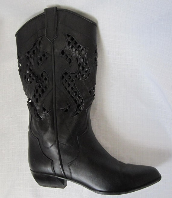 size 8b black leather low heel boots with by back2thevintage
