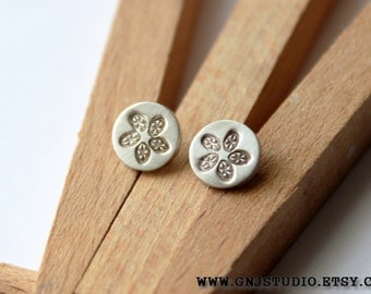 Tiny Silver Flower Post Earrings - Silver Stud Earrings - Tiny Silver Stud Earrings