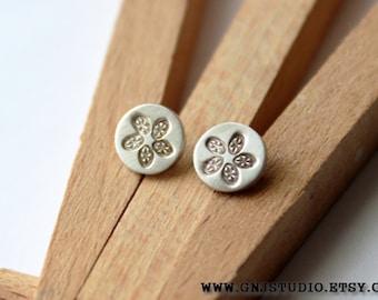 Tiny Silver Flower Post Earrings - Silver Stud Earrings - Tiny Silver Stud Earrings