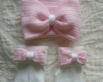 Newborn Hat and Sock Set with pink and white striped hat and matching bow. Newborns first bow. Hospital hat.