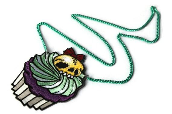 Skull Cupcake Necklace - Alternative Jewelry - Psychobilly, Rockabilly, Gothic Lolita, Kitsch, Sweet Lolita, Creepy Cute