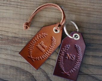 Custom Personalized Leather Luggage Tag, Initials Key Chain, Wedding Party Favor, Keychain, Leather Keyring, best mom, wreath, Laurel, Name