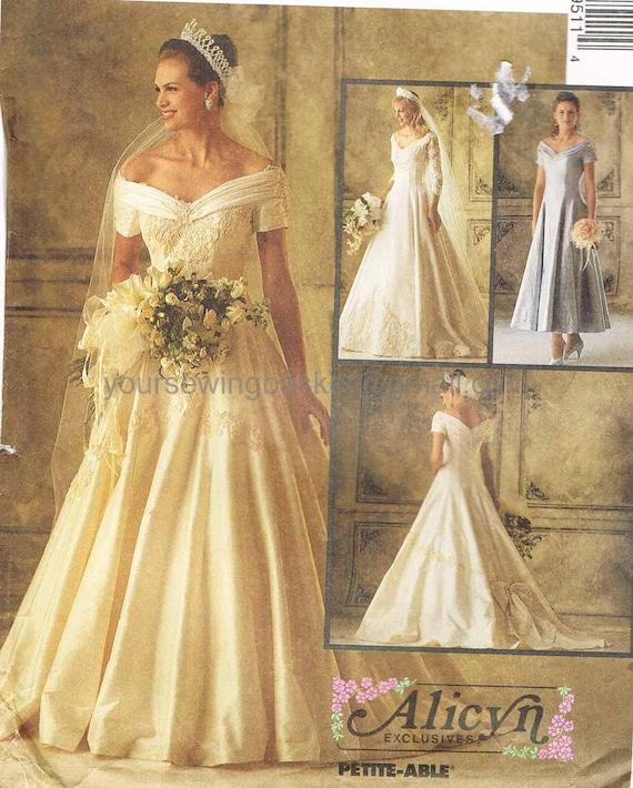 Vintage wedding dress pattern mccall 39 s 6951 unused for Wedding dress patterns mccalls