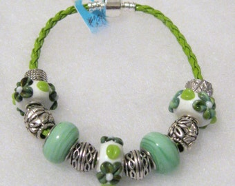 230 - CLEARANCE - Green & White Floral Bracelet