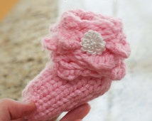 Loom Knit Scallop Baby Bootie PATTERN.  Similar to Crocodile Stitch!  Fits Newborn to 6 month. Adorable gift idea!  PATTERN ONLY!!!