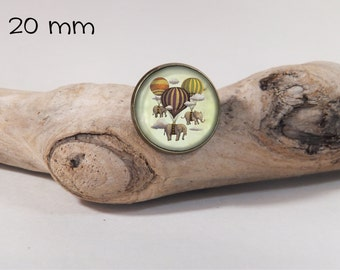 Pin elephants & Balloons vintage 20mm diam. Glass dome on pin
