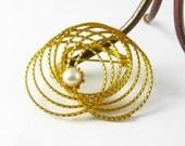 Gold Brooch Pearl Pin, Small Ring Brooch, Pearl Ring Brooch, Vintage Brooches and Pins, Small Brooch, Small Pearls, Faux Pearls, Fake Pearls