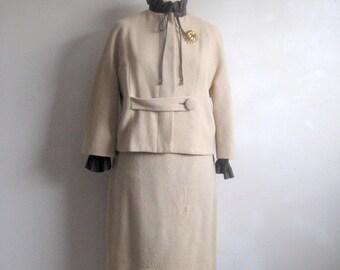Vintage 1960s 2pc Suit Beige Jacket Skirt Boucle Suit Medium
