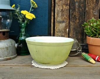 Vintage Pyrex Avocado Green Bowl Retro Kitchen