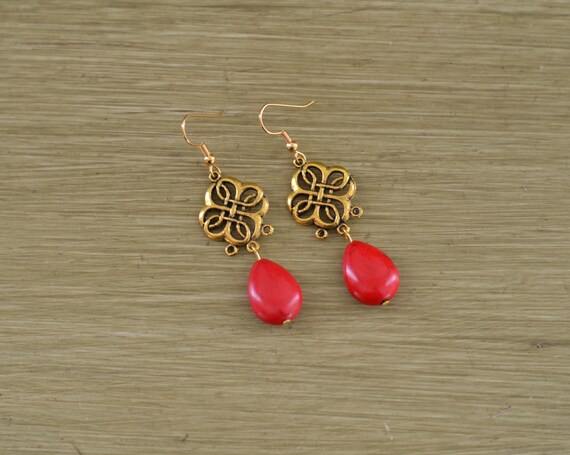 Red and Gold Teardrop Stone Earrings - Red and Gold Statement Earrings - Gold Clover Earrings