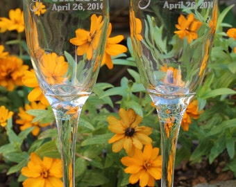 2 Toasting Flutes, Personalized Wedding Flutes, Rustic Wedding Flutes, Engraved Wedding Flute, Wedding Gift, Bride and Groom Champagne Flute