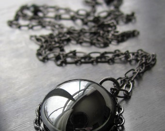 Vintage Hematite-Color Dark Silver Cabochon Necklace, Metallic Mirror Reflective Pendant Necklace, Black Gunmetal Chain, Goth Gothic Jewelry