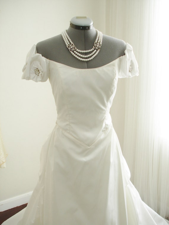 Vintage priscilla of boston designed by john burbidge beaded for Where to buy a wedding dress in boston