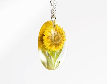 Resin jewelry yellow dry flower necklace pressed flower botanical jewelry nature inspired, real blossom, botanical nature, preserved flower