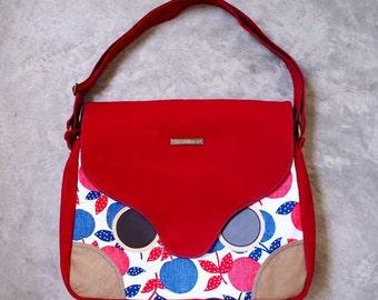 Messenger Bag - Hoot The Owl Messenger with Padded Laptop/ iPad Pockets (Vintage Apples)