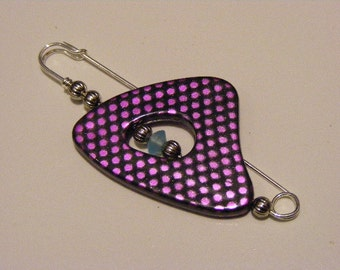 Glowing Lilac Kilt Pin.........Lot 149