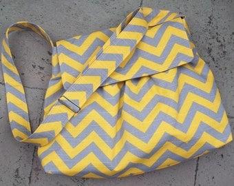 XL Grey Yellow Messeneger Bag - 6 Pockets - Key Fob - Adjustable Strap