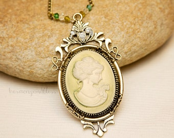 Cameo charm necklace, cameo jewelry, green cameo charm, elegant necklace, romantic style, victorian jewelry, cameo necklace, cameo charm