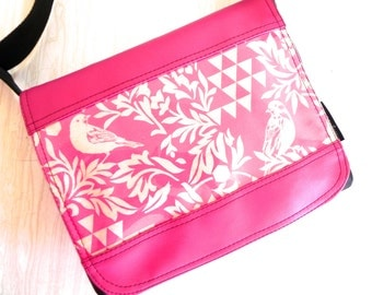 Bird and triangle satchel in pink