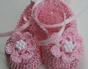 Crocheted Newborn Baby Booties Infant Crib Shoes with Pearls Baptism Knit Girl Mary Janes Christening Crochet Reborn Shoes Doll Shoes