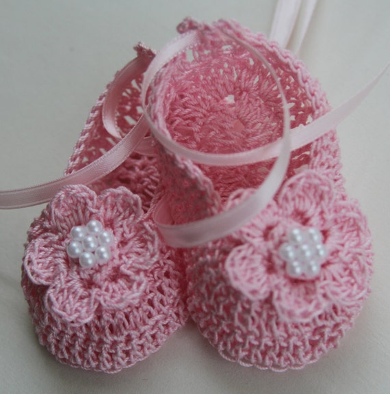 Crocheted Newborn Baby Booties Infant Crib Shoes with Pearls