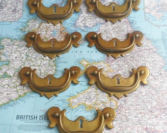 SALE! 7 vintage curvy distressed metal keyhole handles with brass pulls*