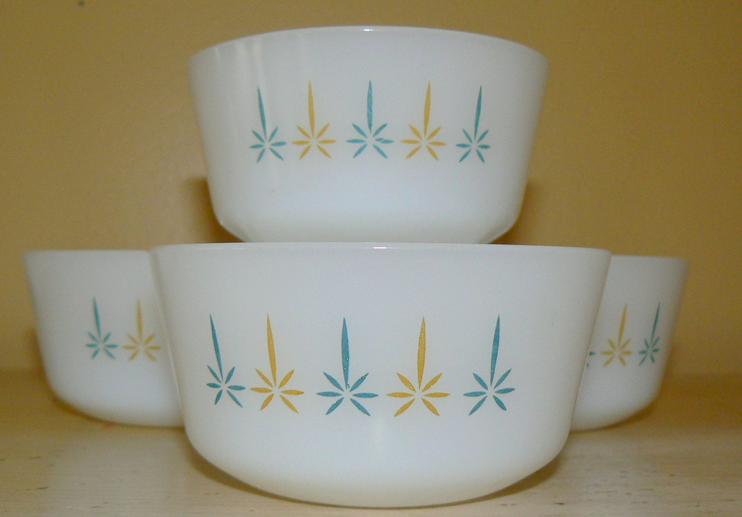 Set of four vintage anchor hocking fire king by for Alpine cuisine glass bowl set