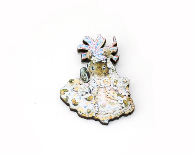 Mouse Brooch, Beatrix Potter Illustration, Wood Jewelry, Animal Brooch, Woodland