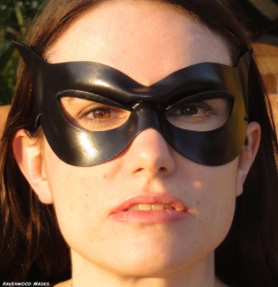Leather mask - Elegant - Made to order