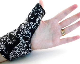 Texting Thumb Heat Pack Hand Wrap, Tech Accessories, geekery, tech lover, hot cold wrap for hand, wrist, wearable tech cell phone accessory