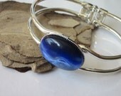 Silver Cuff Bracelet Sapphire Blue Snake Eye Fiber Optic  25mm x 18mm Cabochon Silver and Blue Bracelet